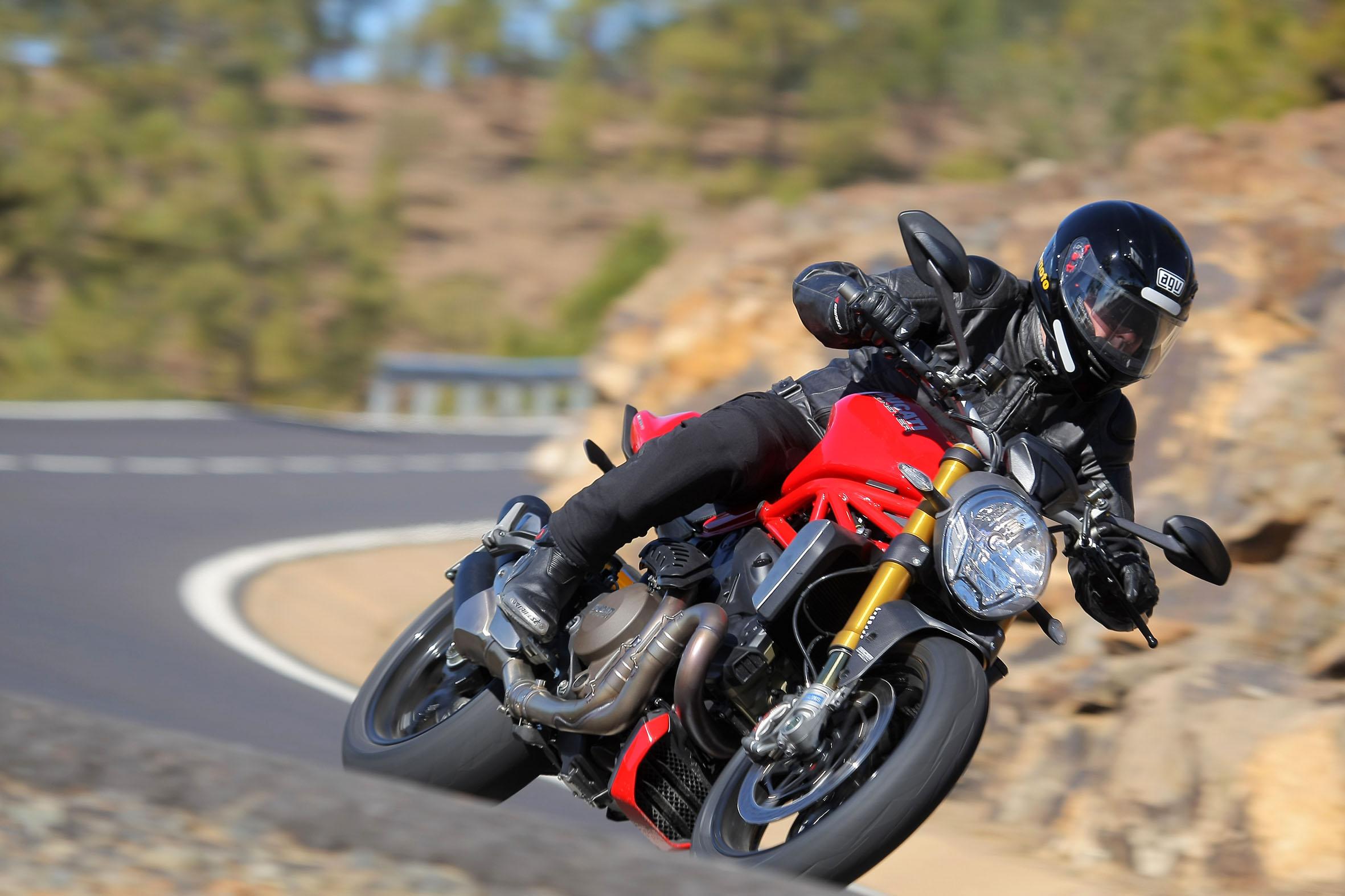 Ducati Monster1200s 3
