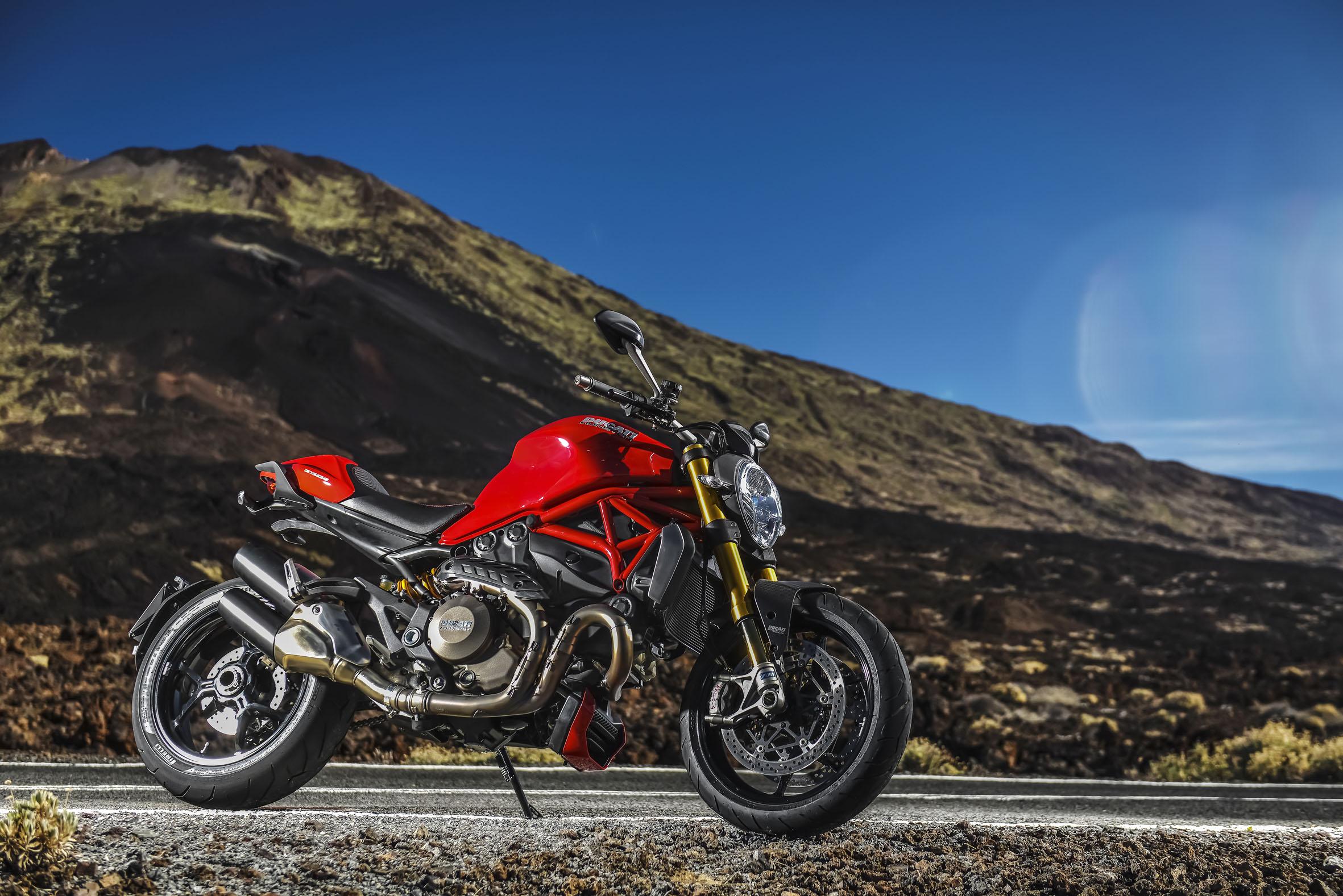 Ducati Monster1200s 1