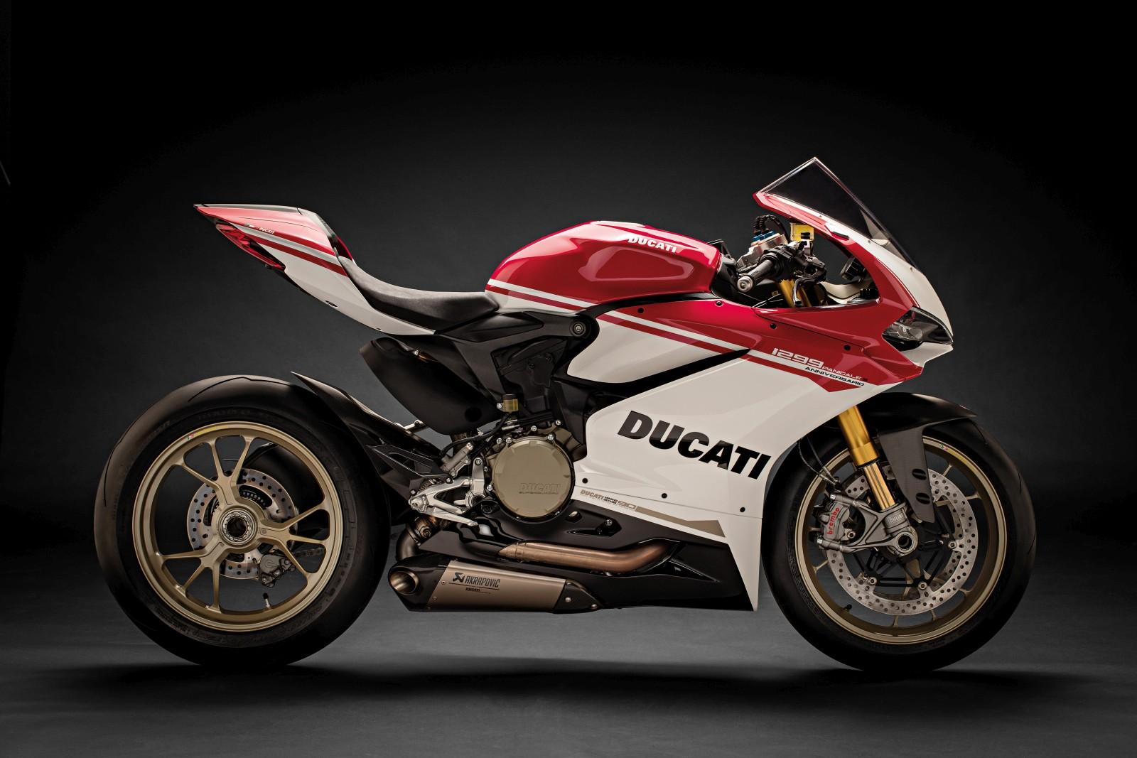 Ducati 1299 Panigale S Aniversario 01