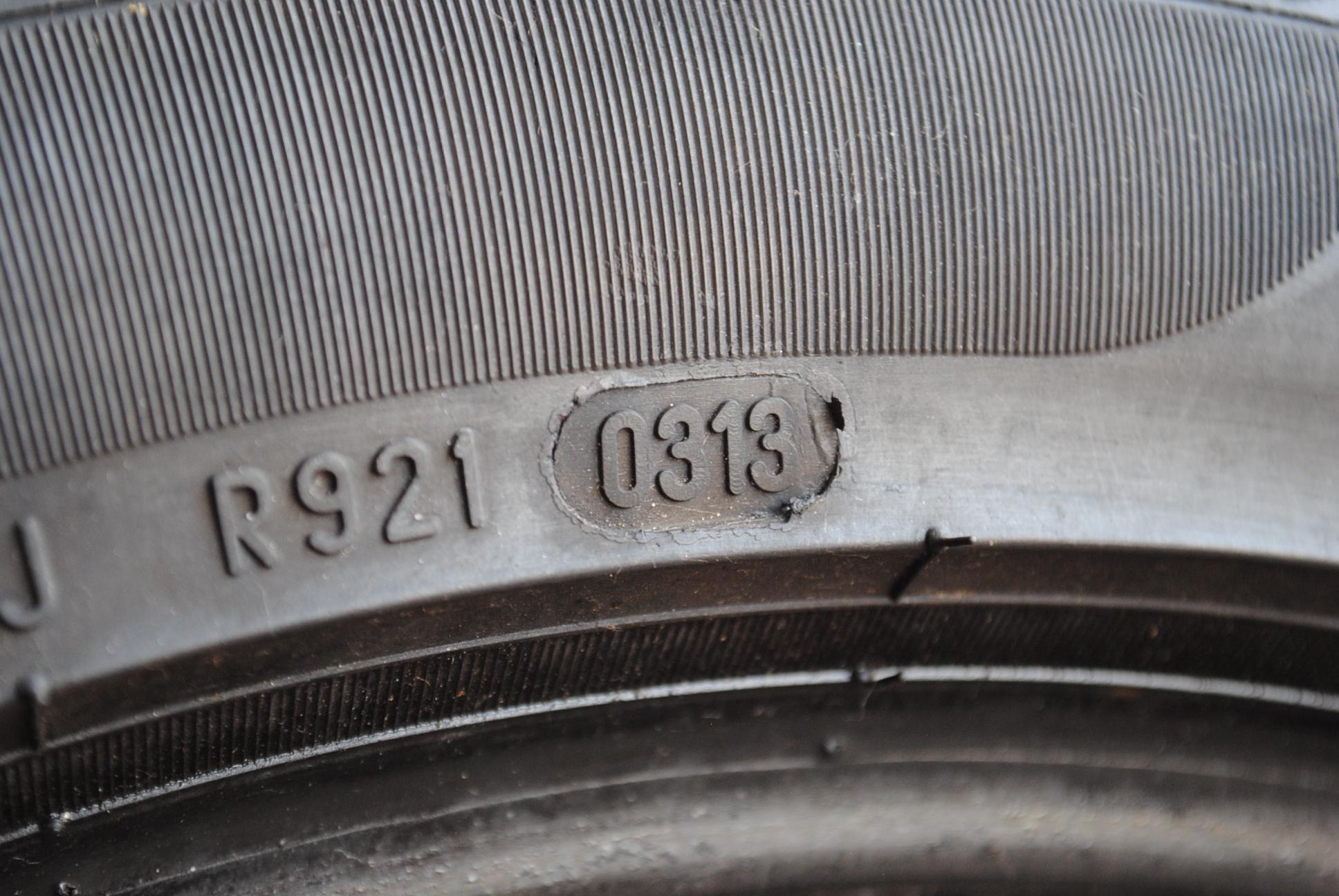 Lateral do pneu traz uma série de códigos que indicam suas medidas e especificações