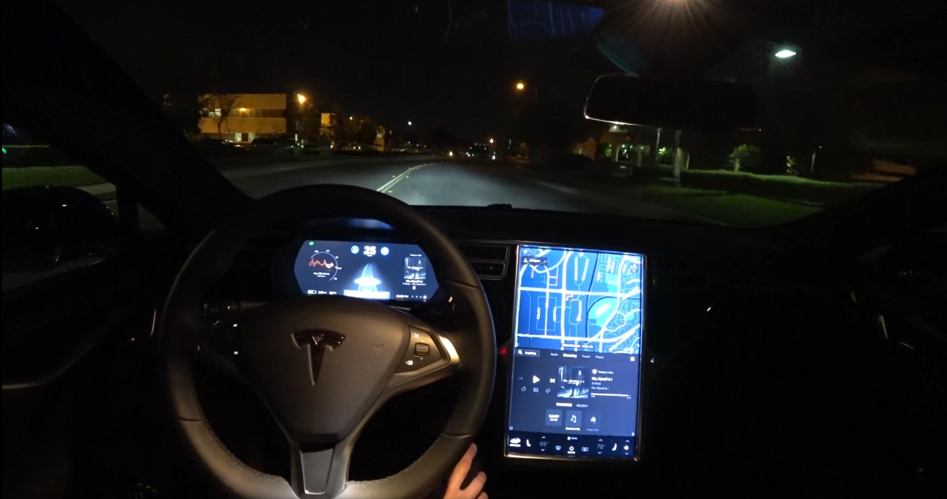 Autopilot é o modo de condução semiautônomo da Tesla
