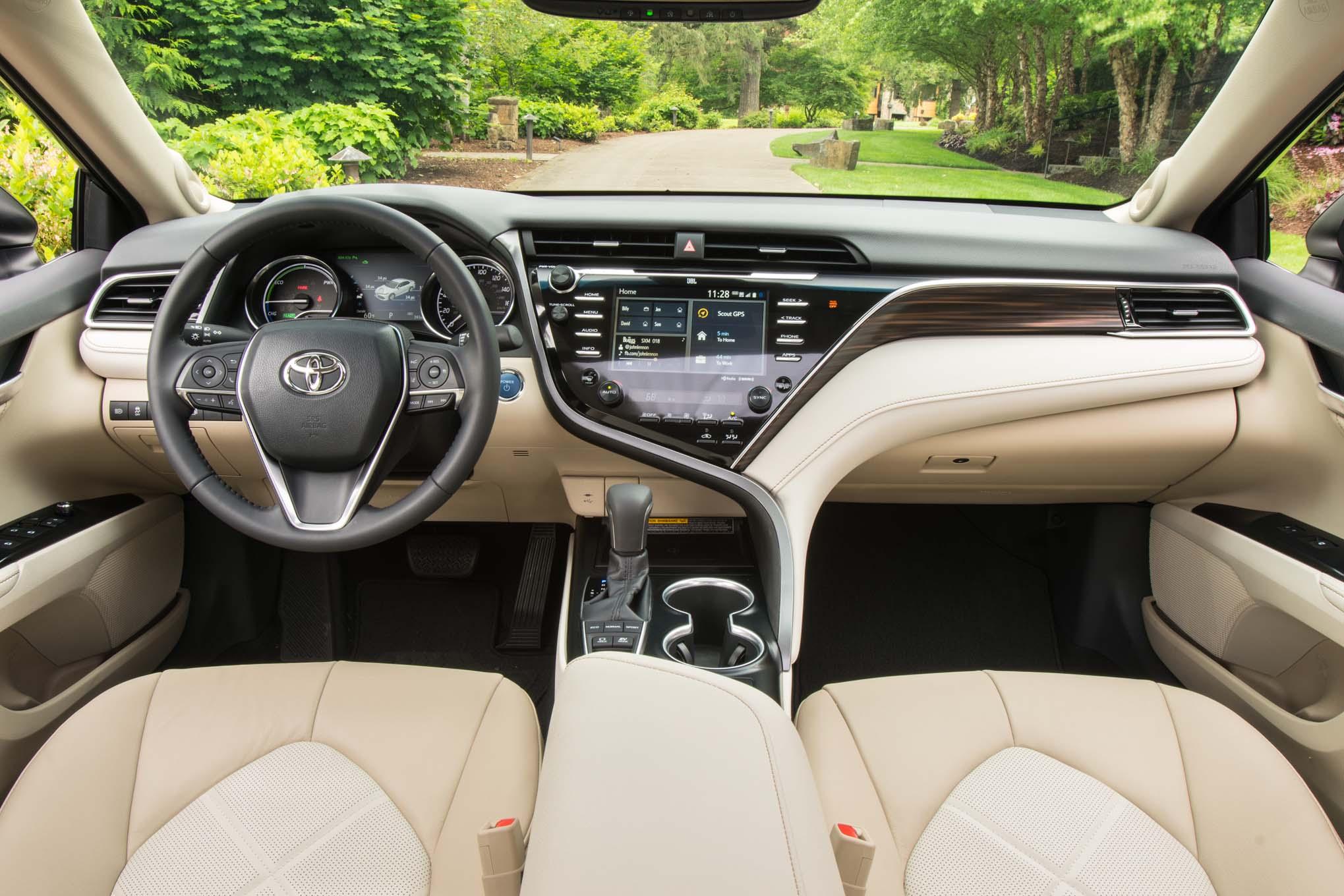 2018-toyota-camry-hybrid-xle-interior