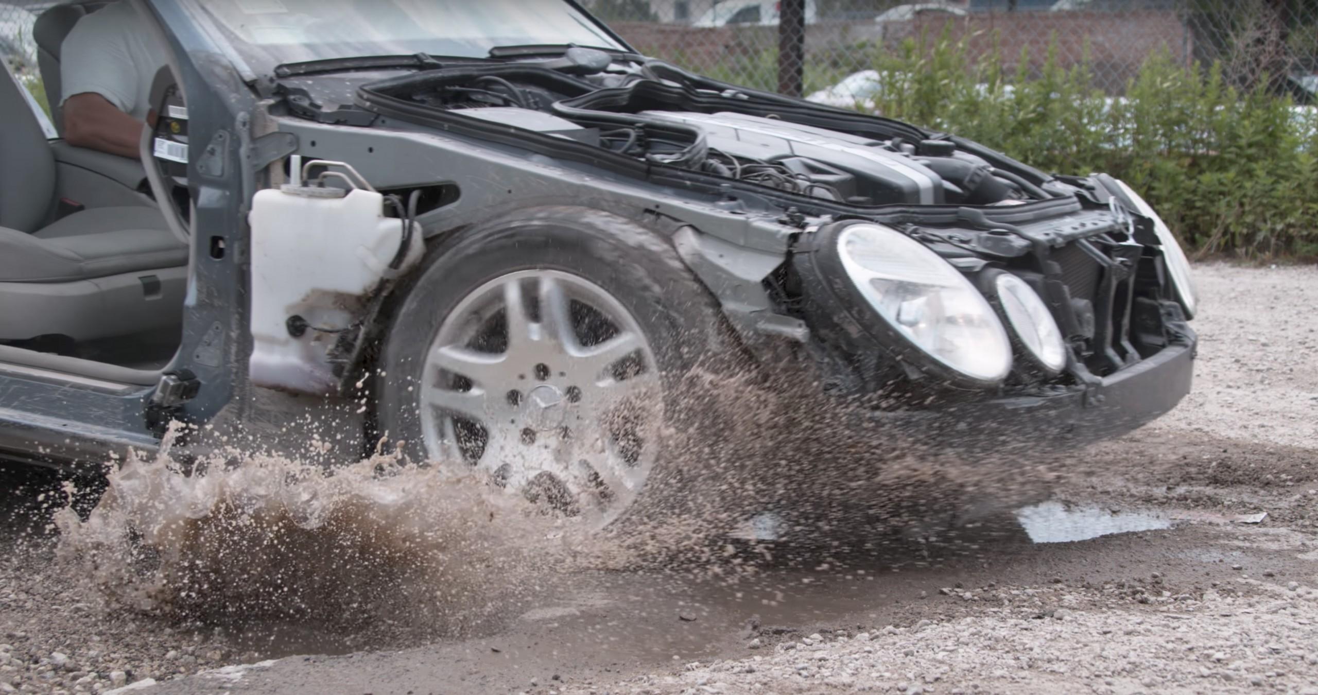 Mercedes-Benz E320 teste suspensão WP reprodução Youtube