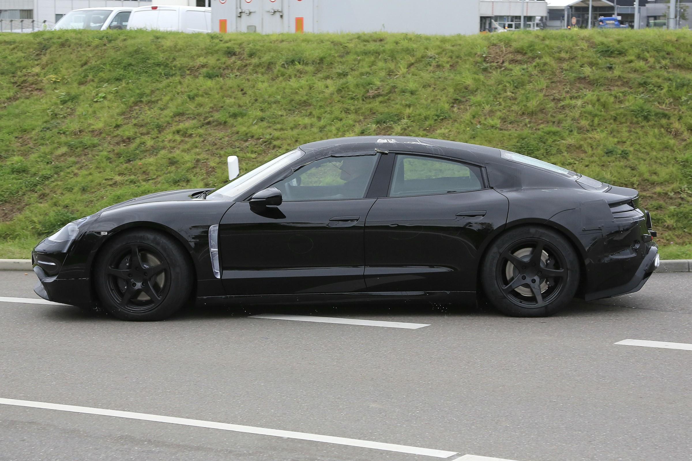 Porsche Mission E Flagra Segredo
