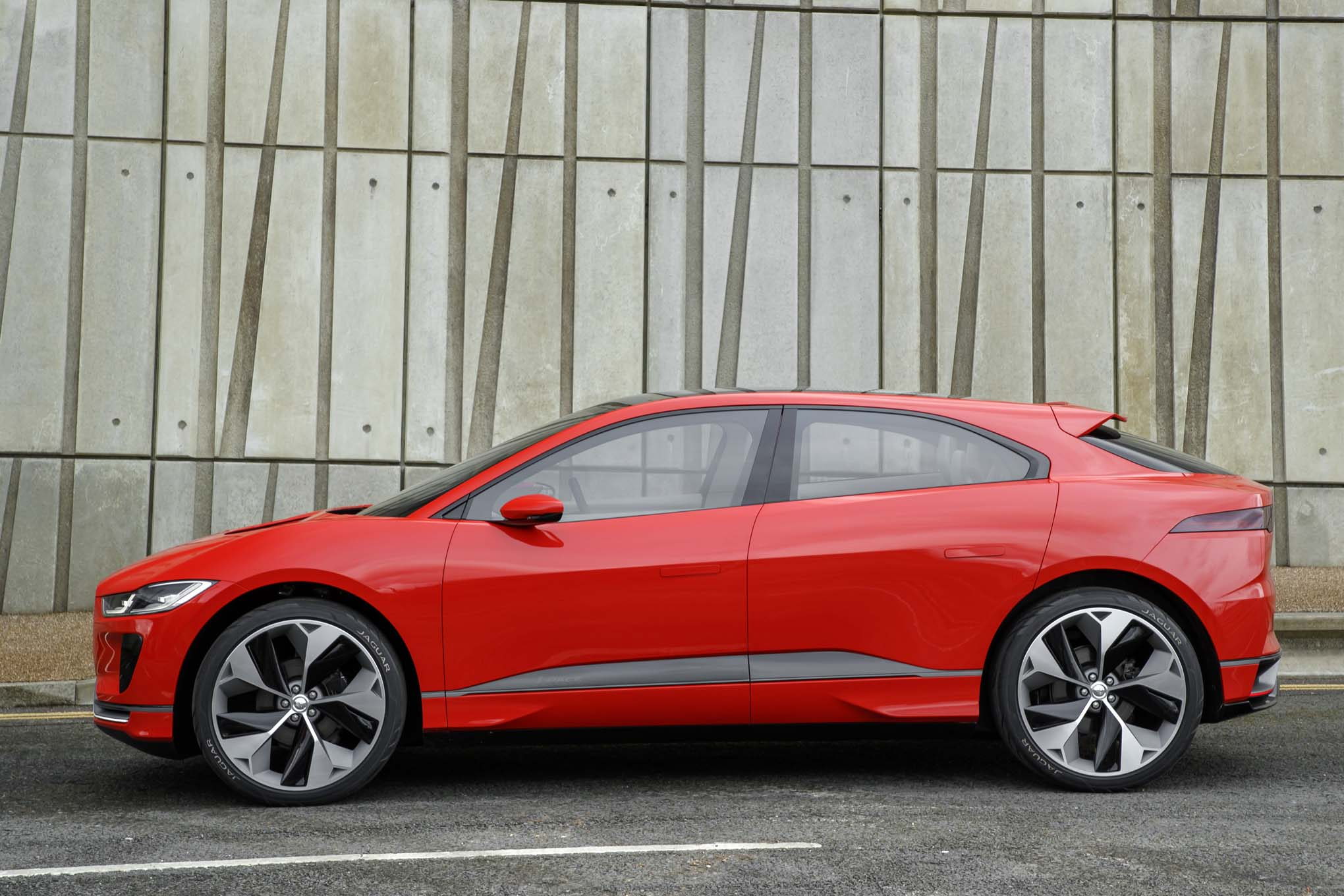 jaguar-i-pace-concept-side-profile-182