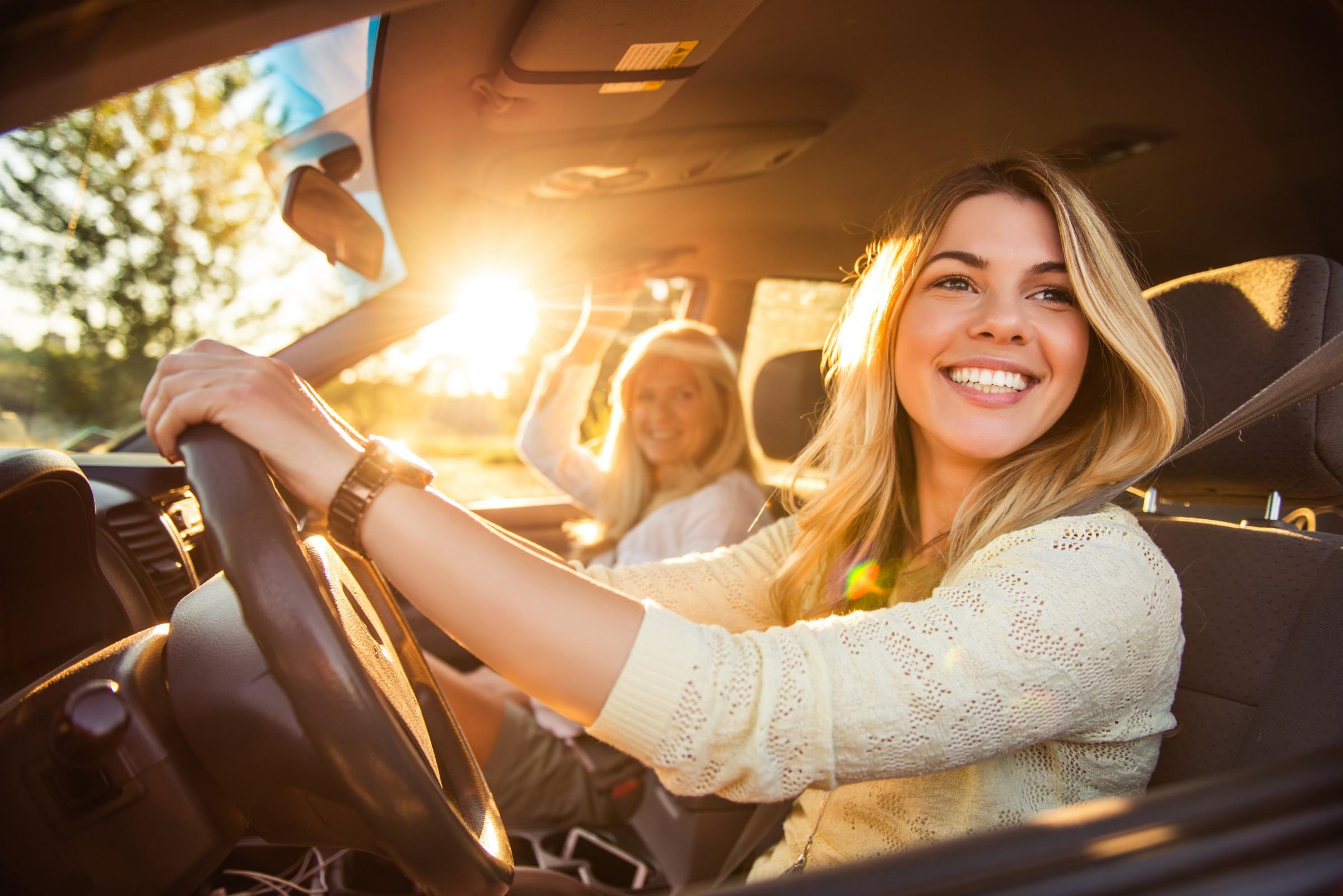 mulher ao volante