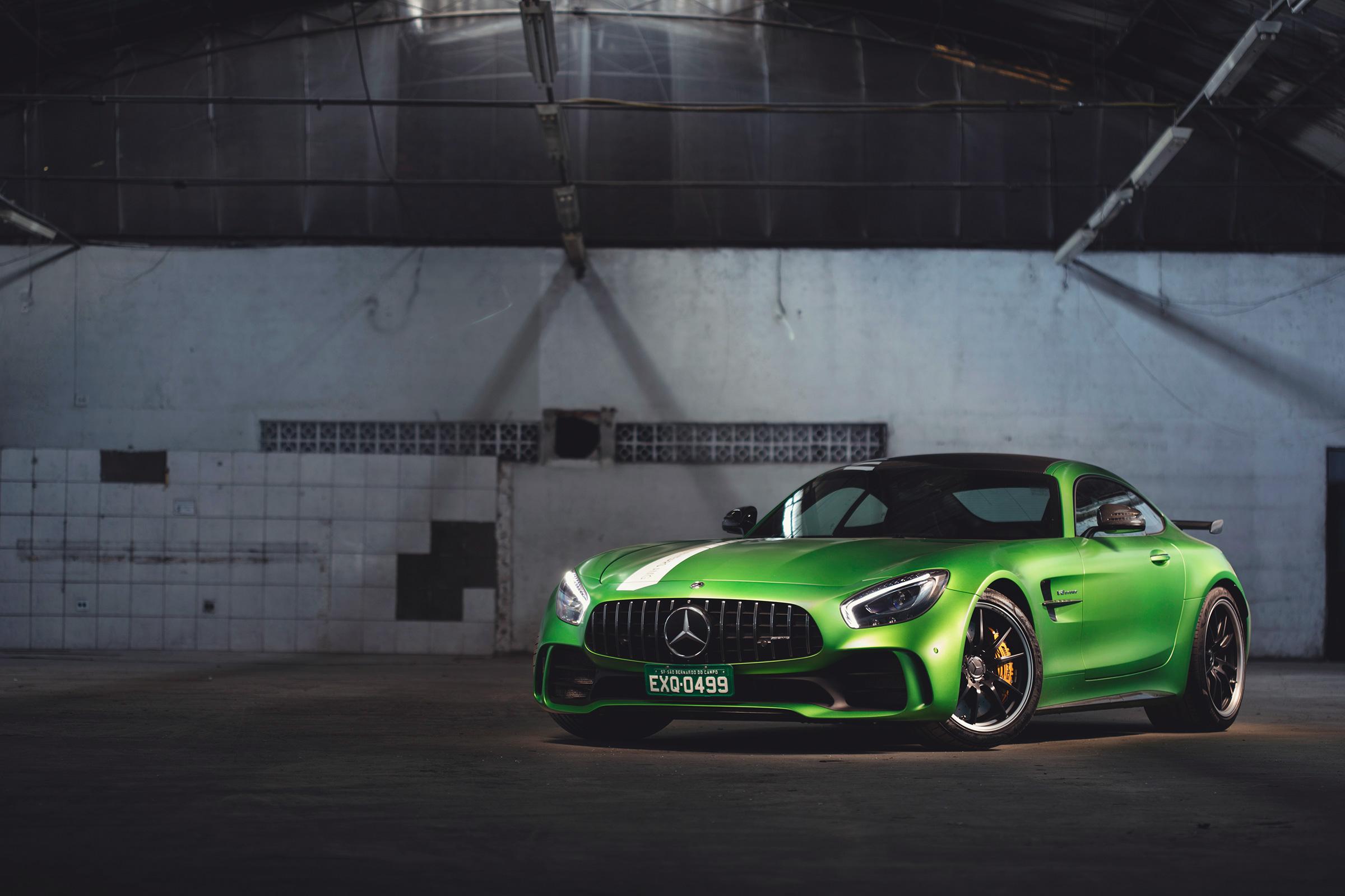 """AMG GT R: cupê esportivo de dois lugares pode receber a cor batizada de """"green hell"""""""