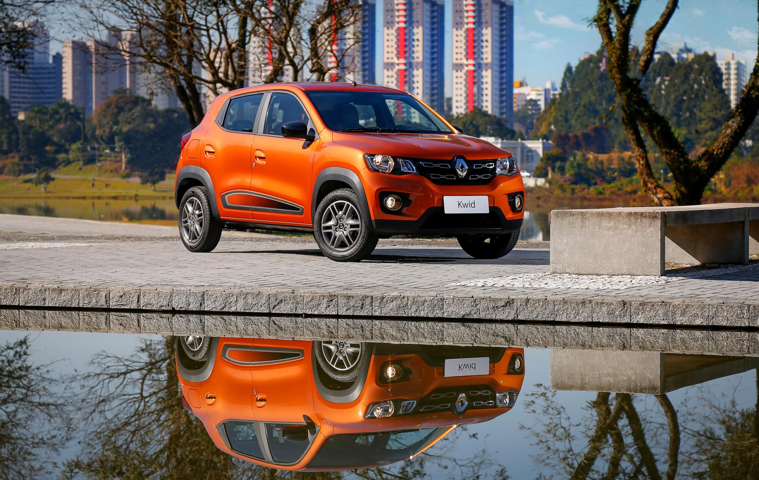 Kwid na cor laranja é o subcompacto de entrada da Renault no país