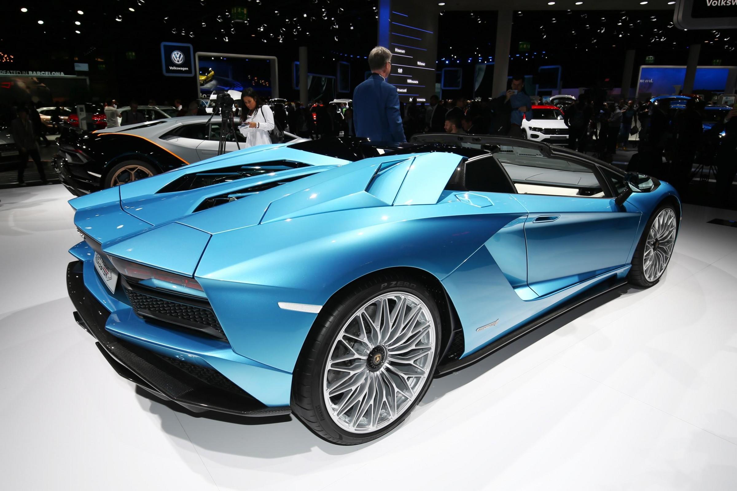 Lambortghini Aventador S Roadster