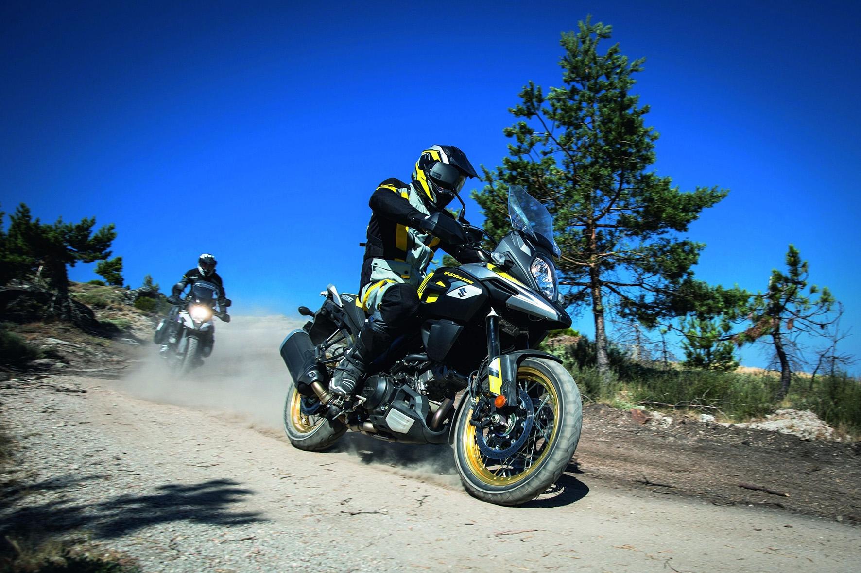 Suzuki V-Strom 1000 XT ganhou novo design e rodas raiadas para agradar aventureiros