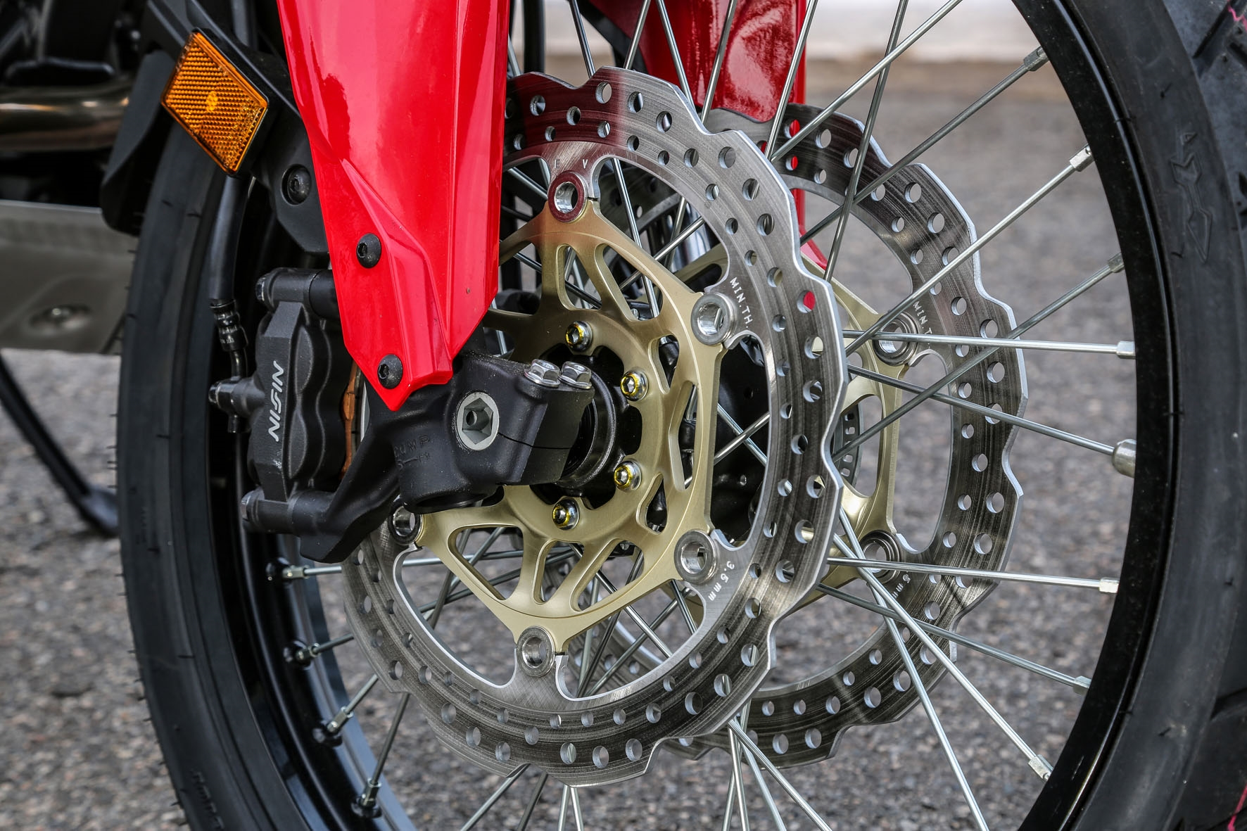 Roda dianteira de 21 polegadas da Africa Twin garante diversão para entusiastas do fora-de-estrada