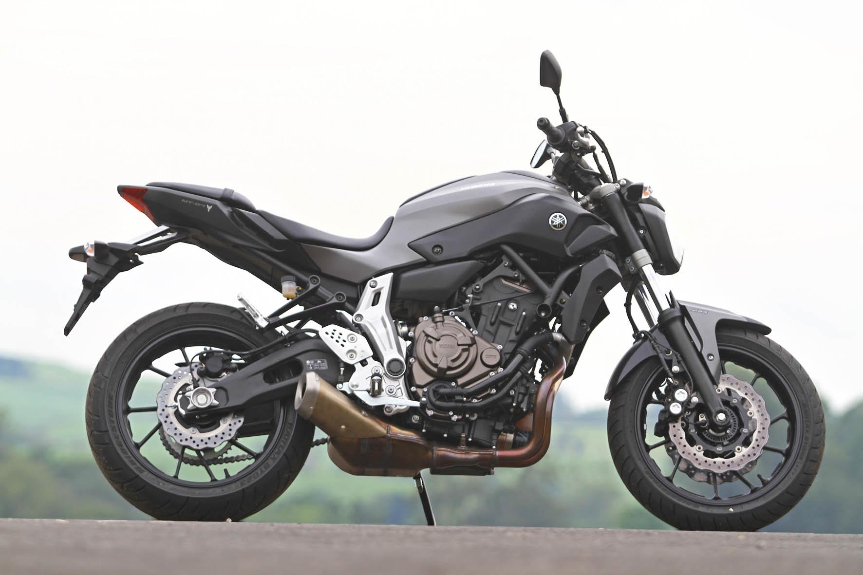 Leve e esguia a Yamaha MT-07 é perfeita para o uso urbano