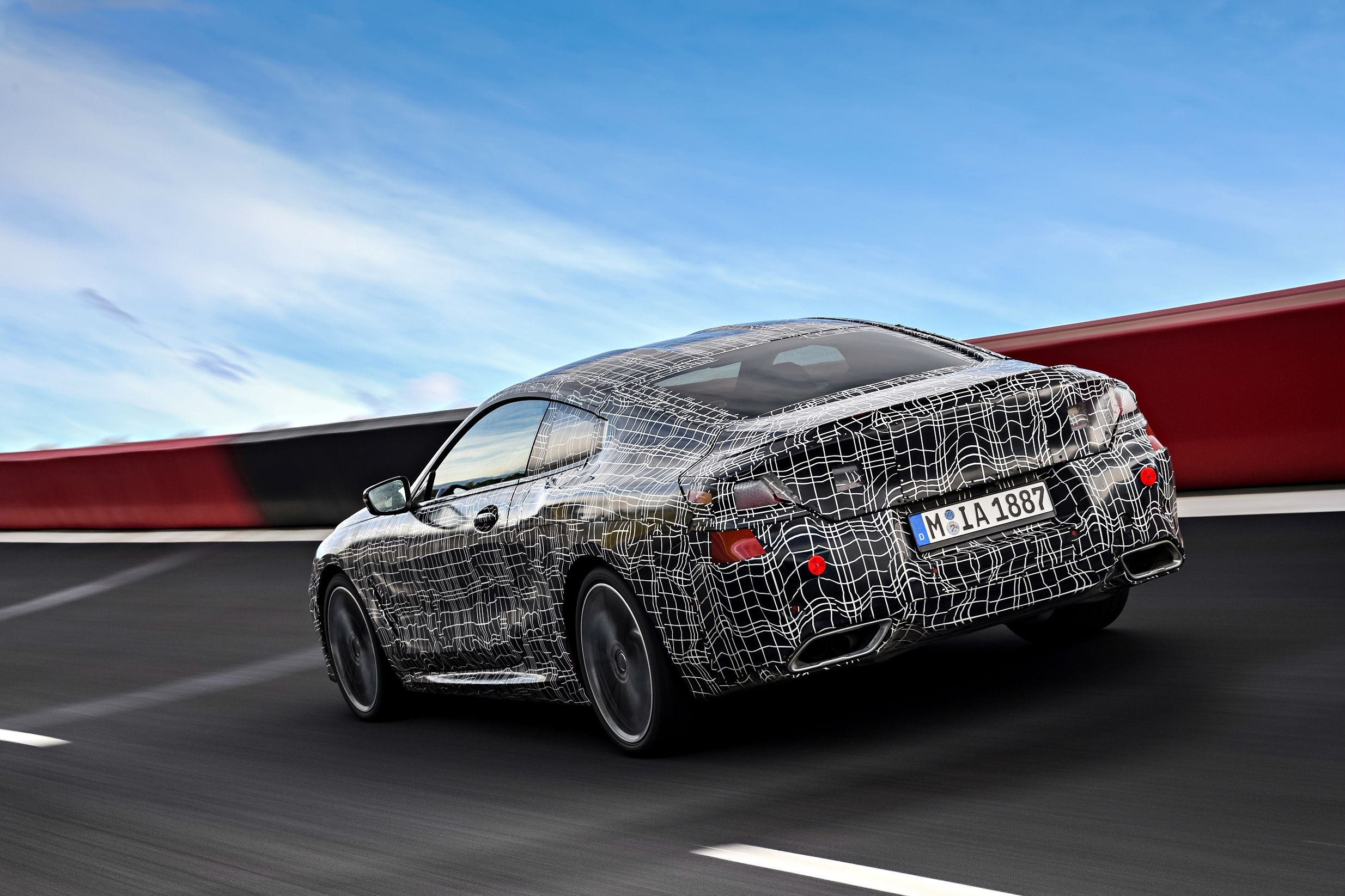 BMW Série 8 Coupé camuflado