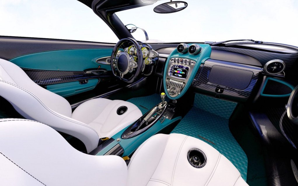 Interior do esportivo mantém as cores inspiradas no carro de Lewis Hamilton