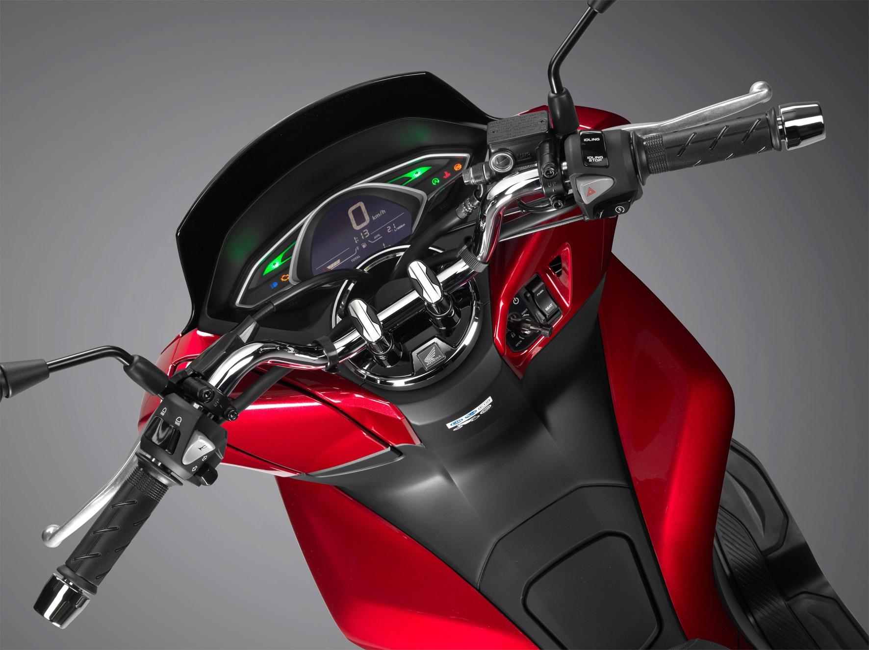 Painel do Honda PCX se destaca e ficou mais fácil de ser visualizado, comandos também mudaram