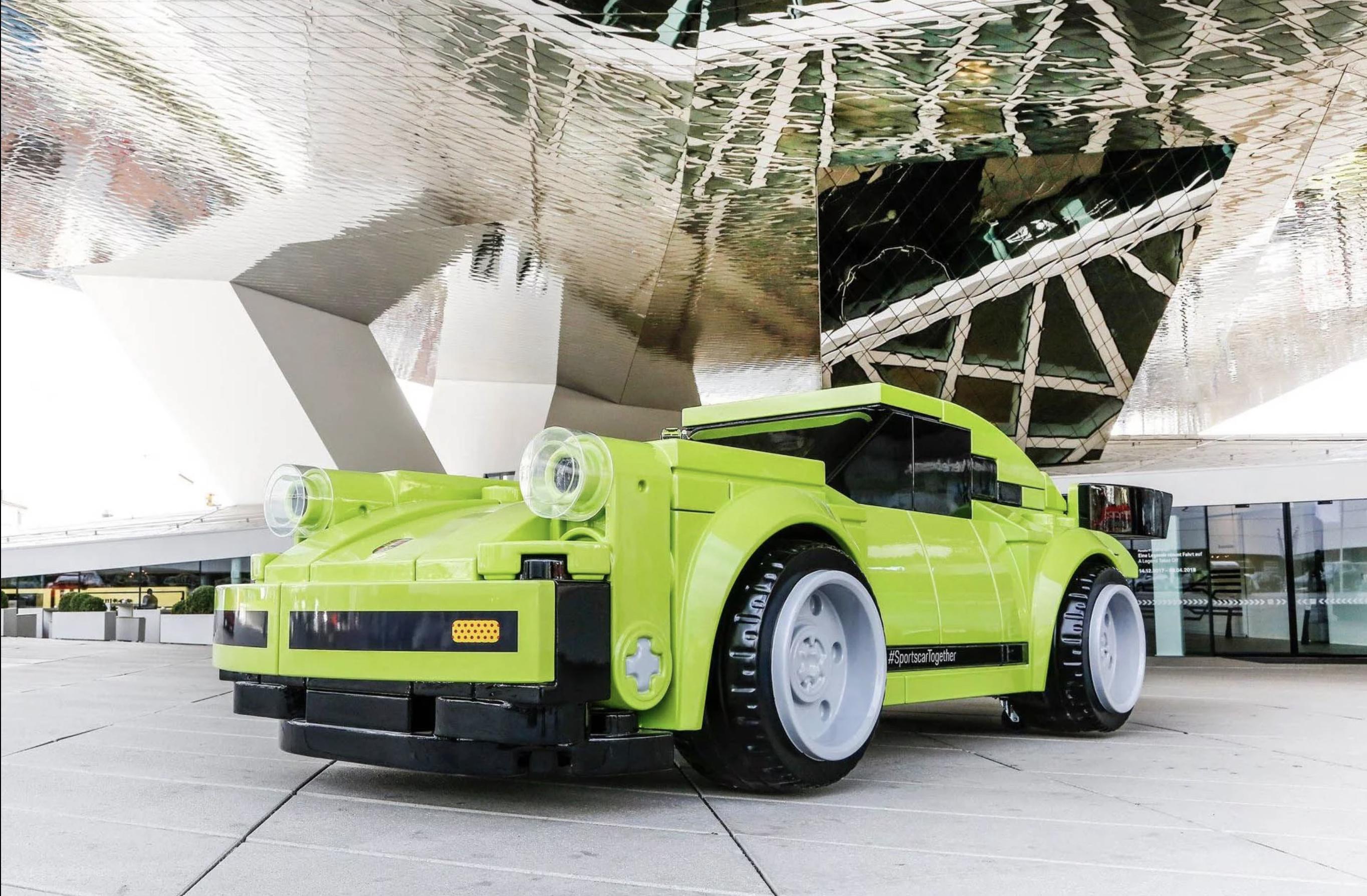 Porsche 911 ganha versão de Lego