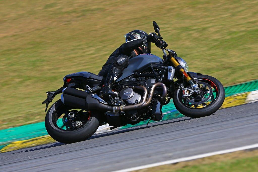 Em 2017, a Ducati acrescentou tecnologia de pista na Monster 1200 S, vendida aqui por R$ 59.900