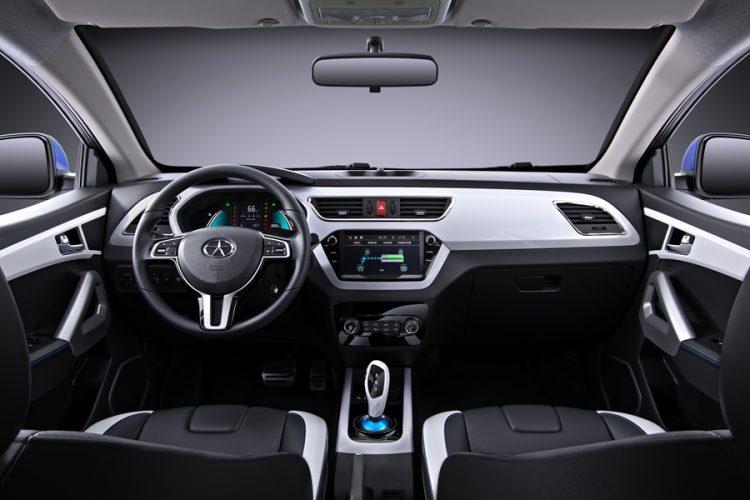 Interior do JAC T40 desenvolvido em parceria com a Volkswagen