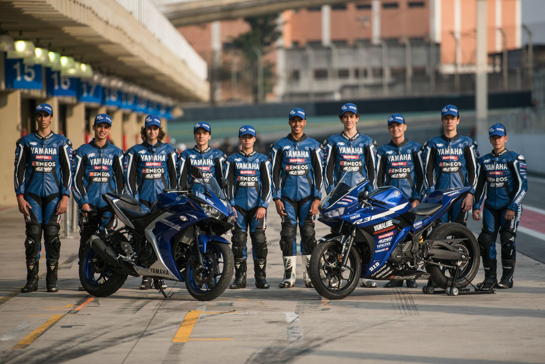 Pilotos da equipe oficial da Yamaha, na Yamalube R3 Cup