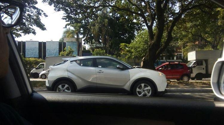 Flagra Toyota C-HR
