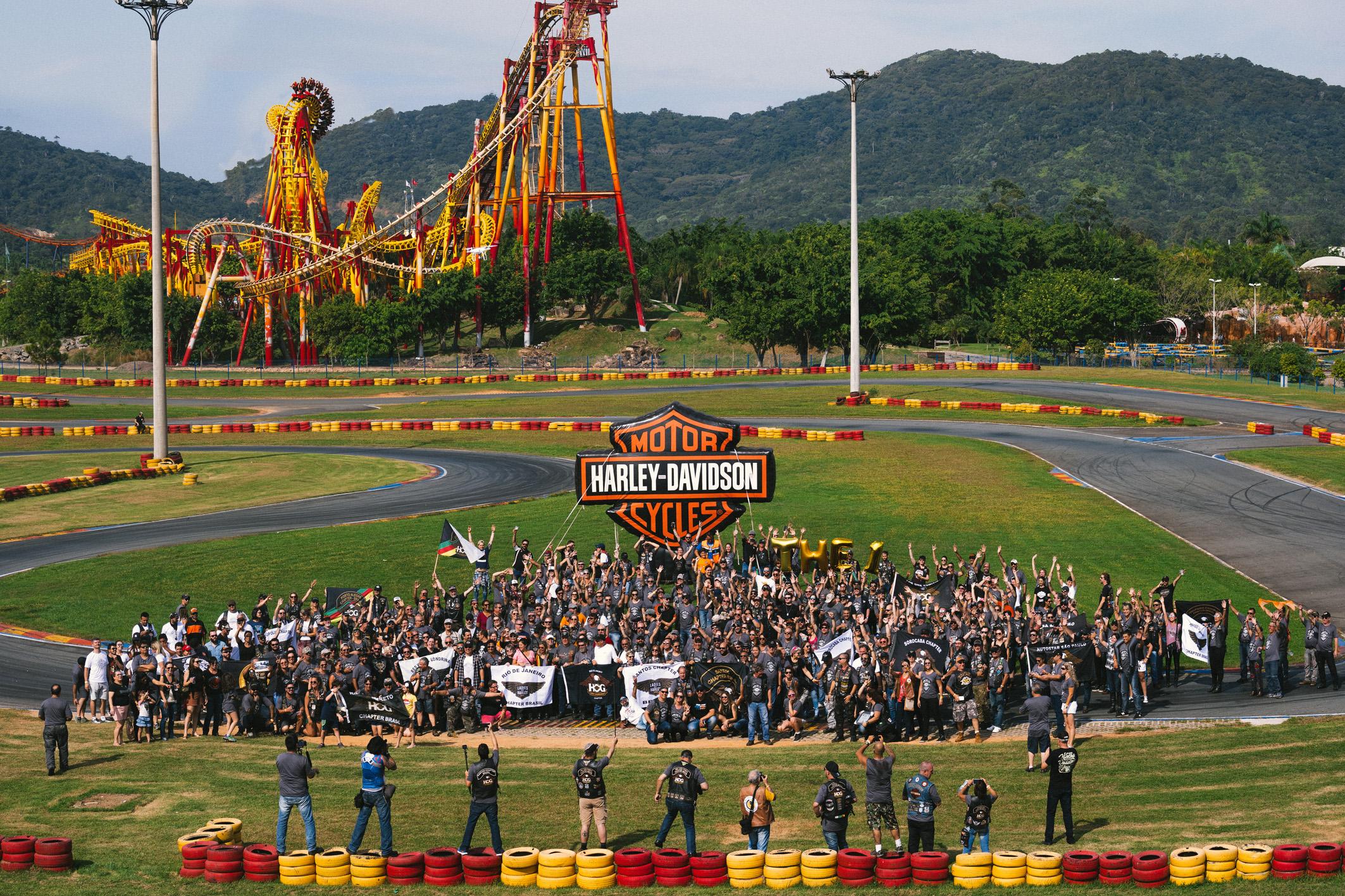 Segundo os organizadores 1.200 fãs da marca estivem no evento. Ao fundo o Parque Beto Carreiro