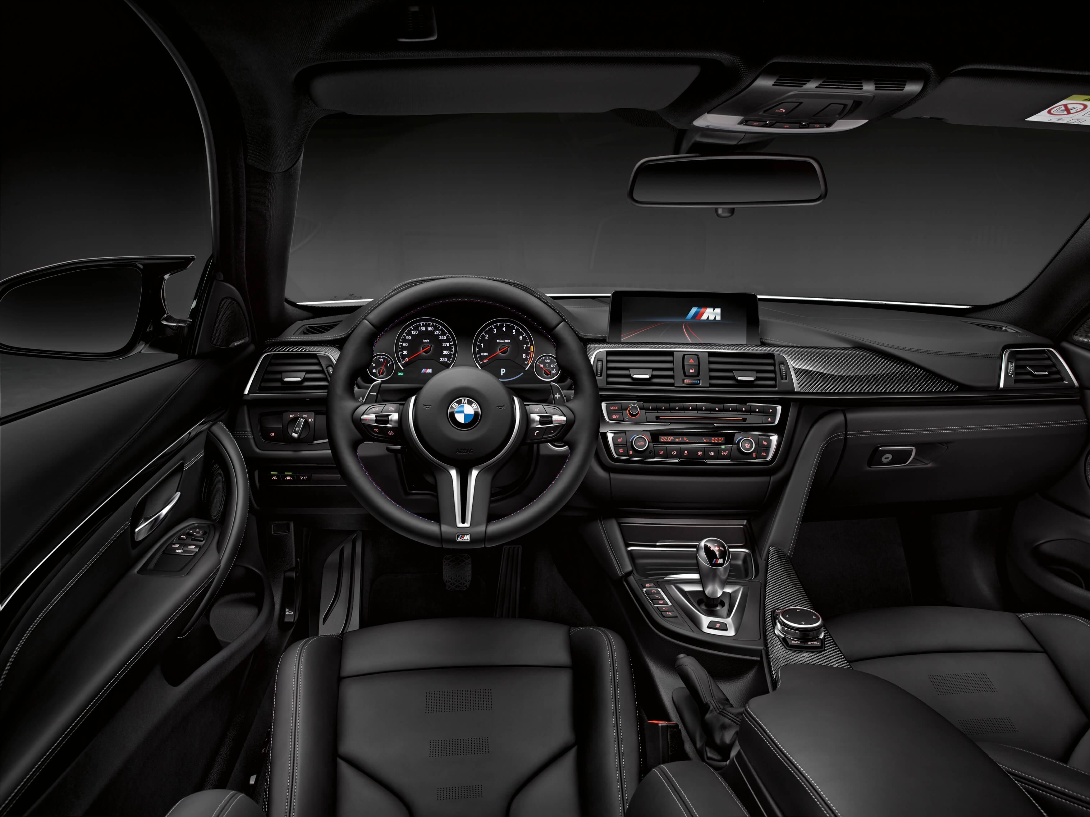 Interior do M4 tem todo o acabamento em preto
