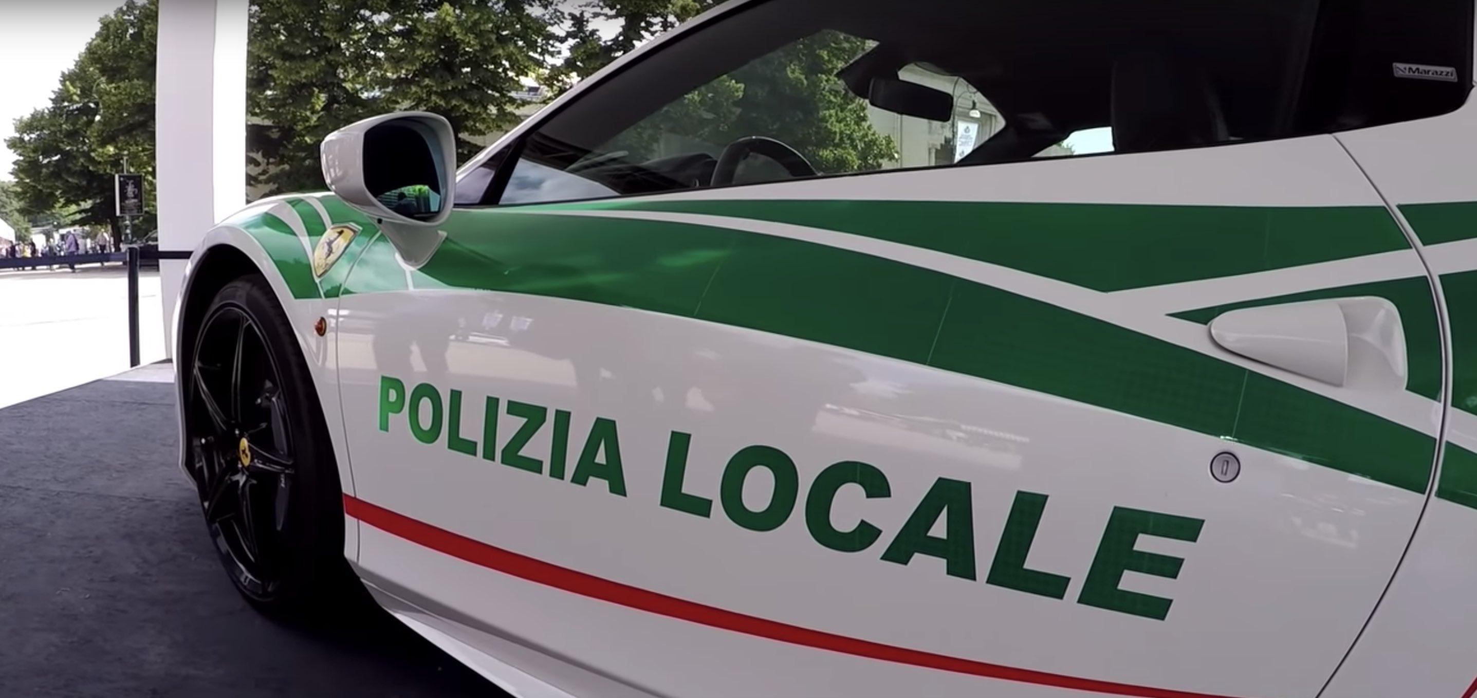 Ferrari 458 Spider polícia de milão Itália