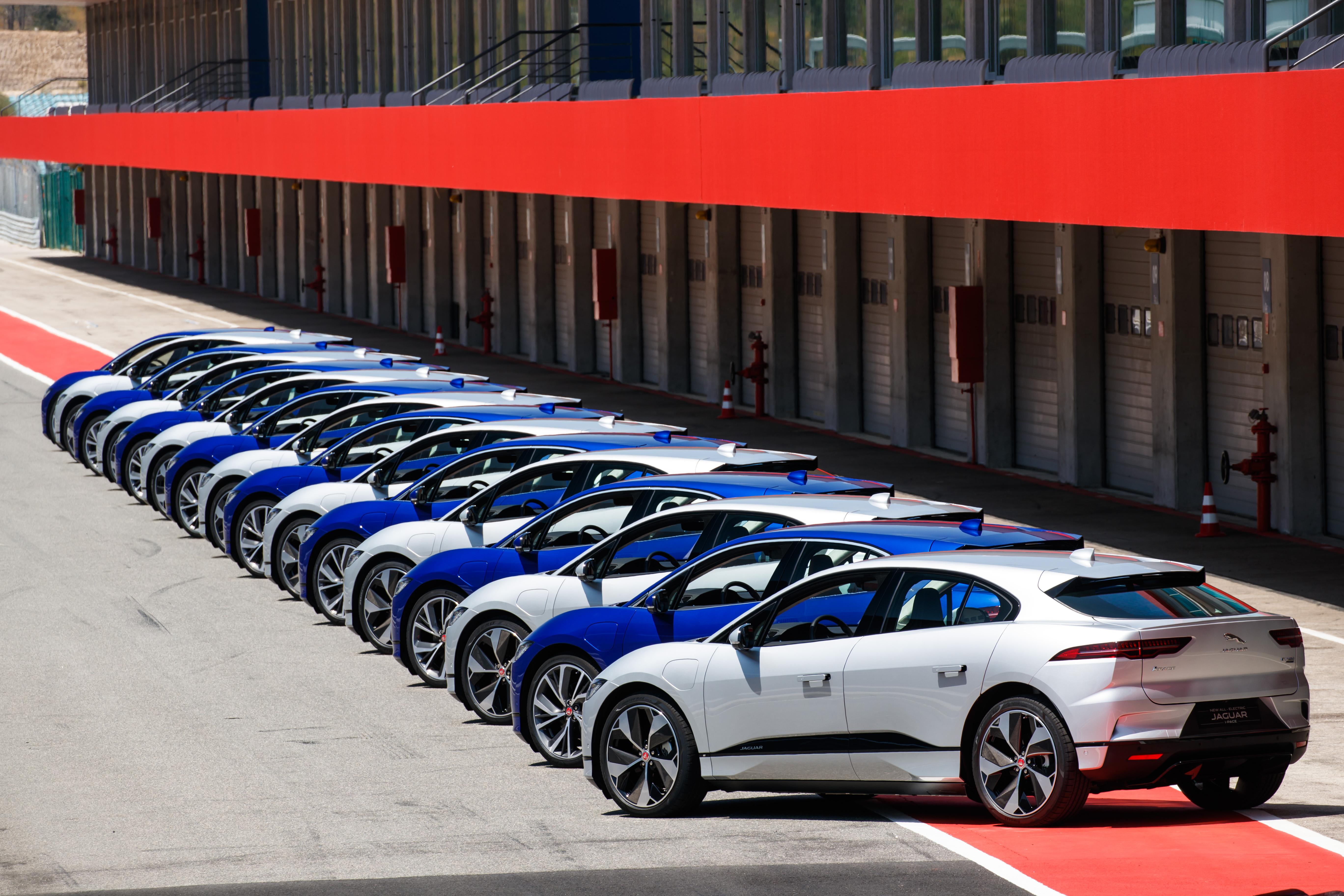 Jaguar I-Pace no Autódromo de Portimão, no Algarve.