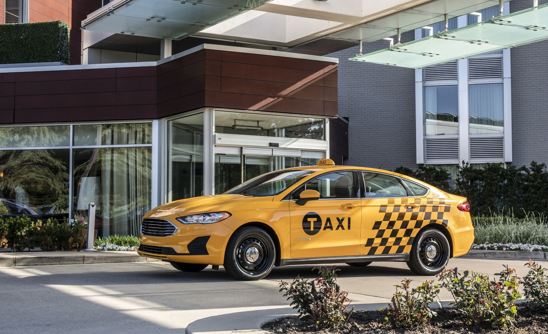 Ford Fusion Hybrid ganha versão para rodar como táxi nos EUA