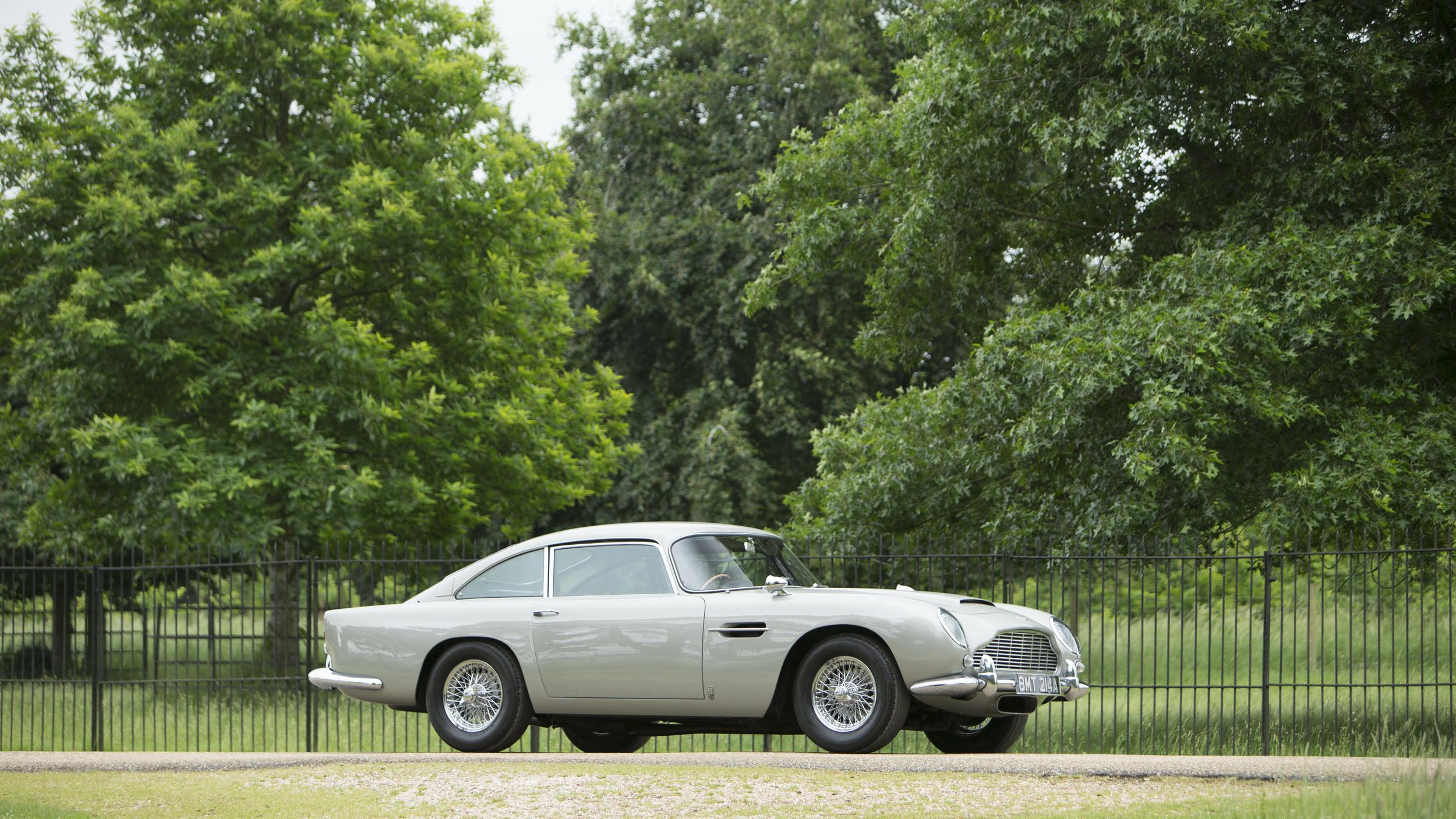 Aston Martin DB5 de 'GoldenEye' vai a leilão em julho no Festival de Goodwood