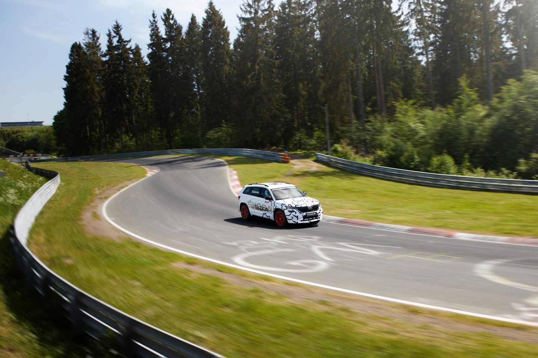 Skoda Kodiaq RS é o 'rei de Nürburgring' entre SUVs de 7 lugares