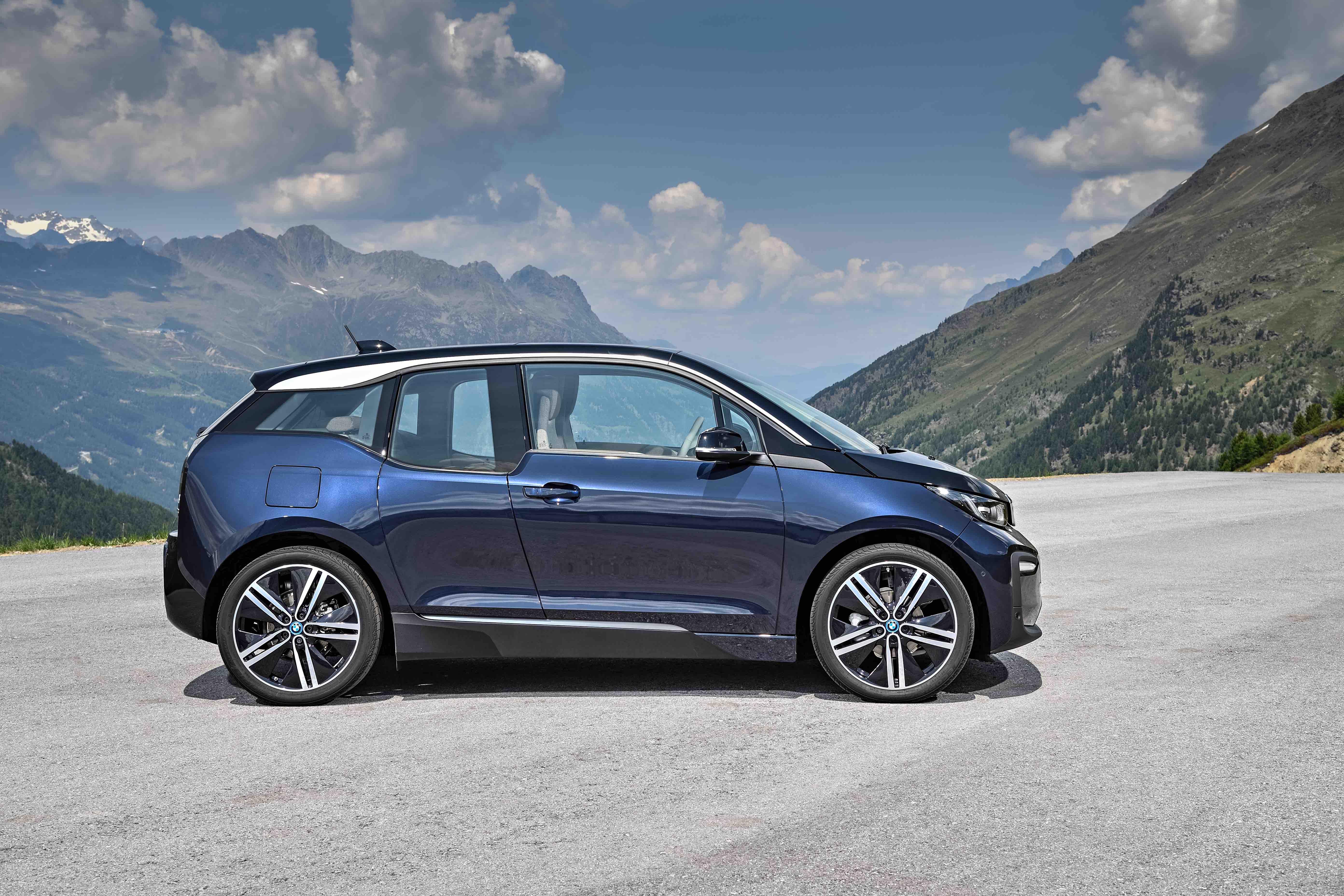 Elétrico, BMW i3 chega com visual renovado e mais autonomia