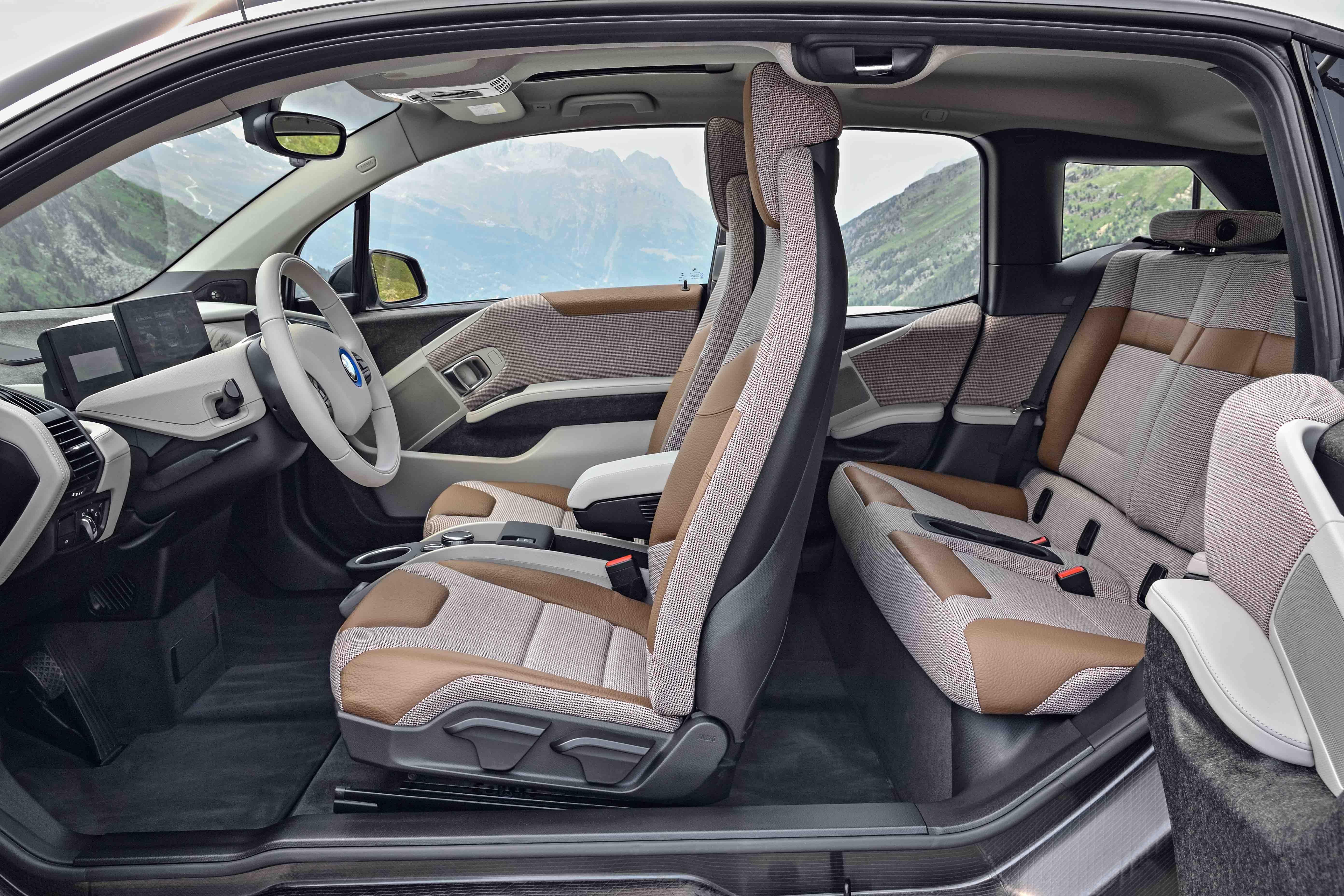 Como o modelo anterior, novo i3 requer abrir as portas dianteiras antes das traseiras. Não há coluna central