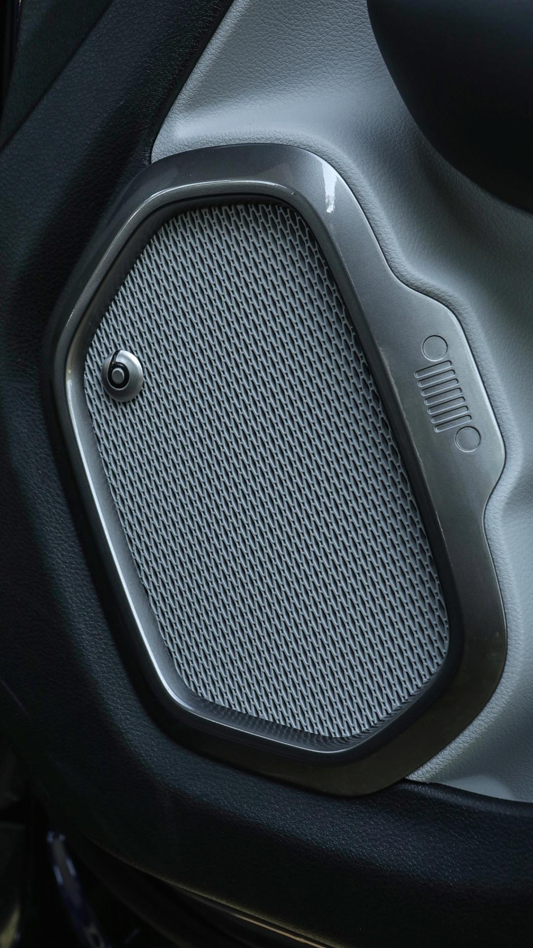 Na Europa, Jeep Renegade pode vir com sistema de som da Beats
