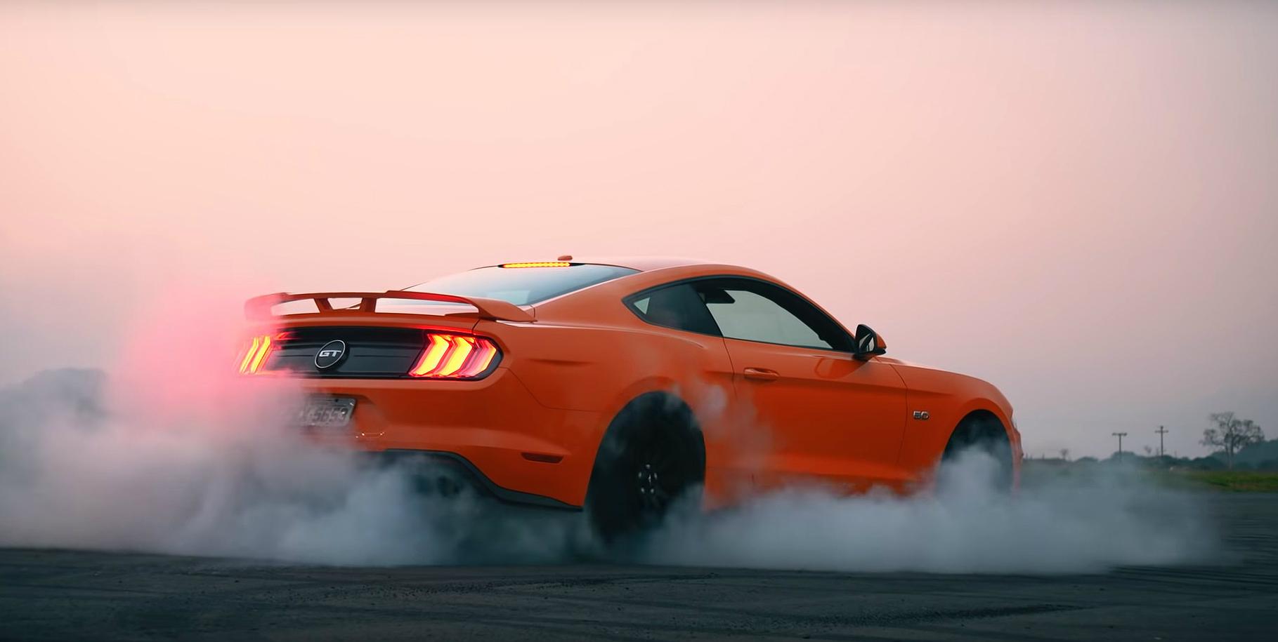 Mustang utiliza motor 5.0 V8 de 466 cv