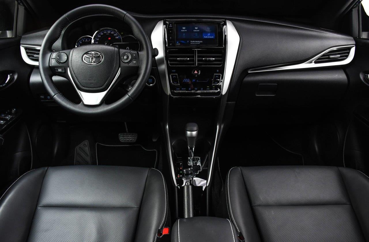 Acabamento interno do Toyota Yaris