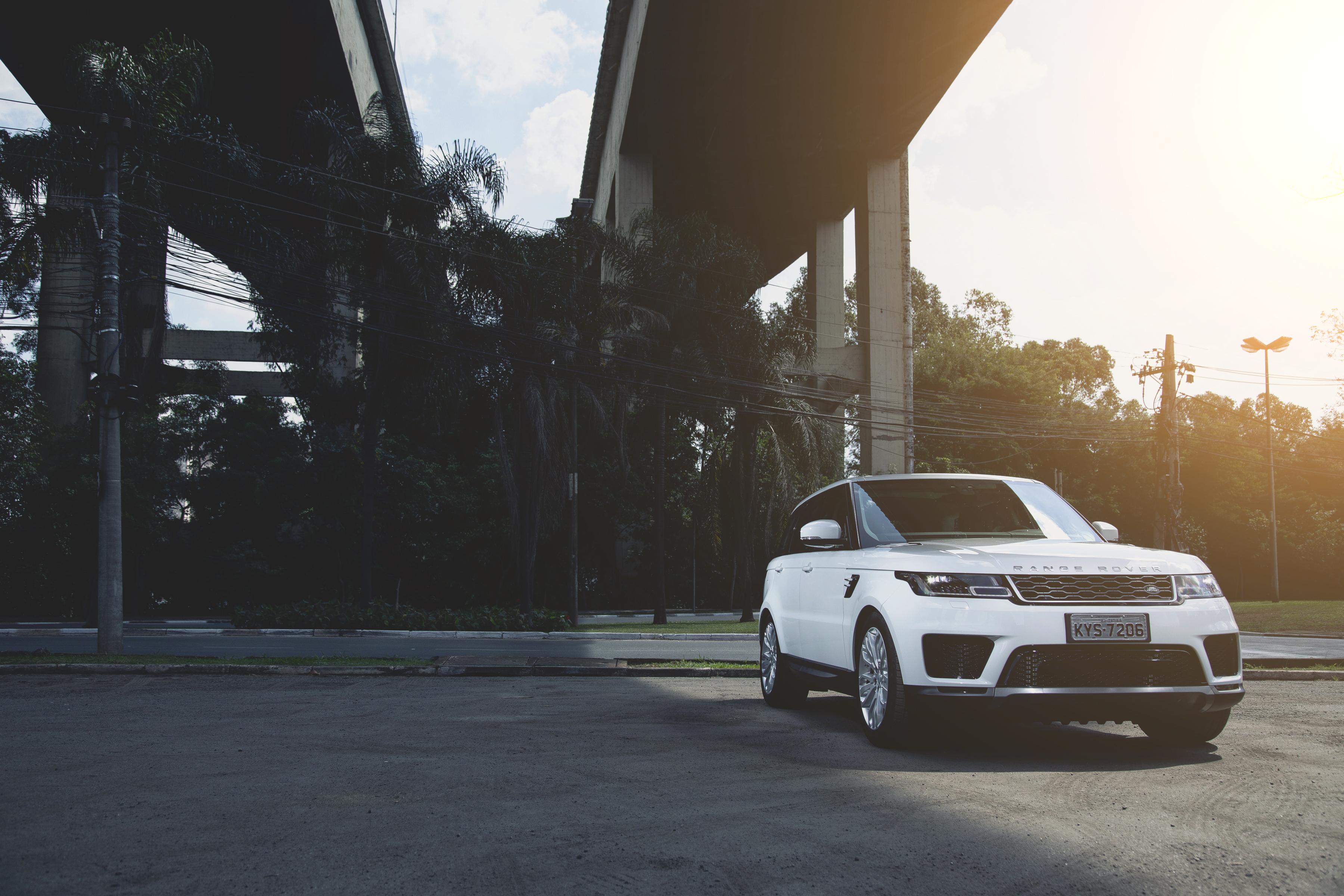 Land Rover pede R$ 435.300 pela versão SE do Range Rover Sport 2018