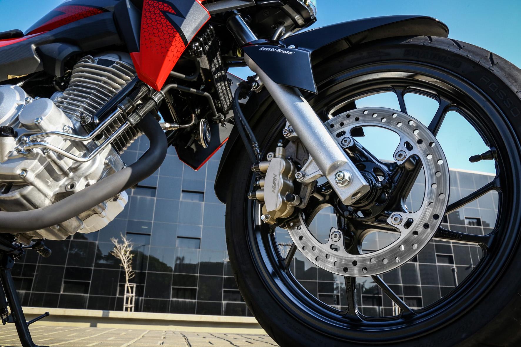 Honda CB Twister com CBS