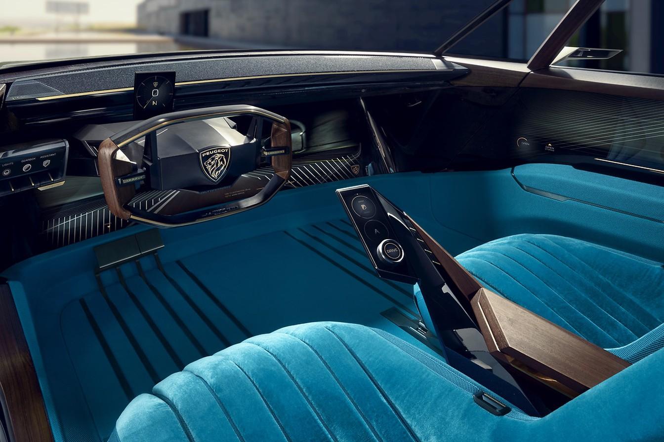 Interior é minimalista e mantém o conceito i-cockpit