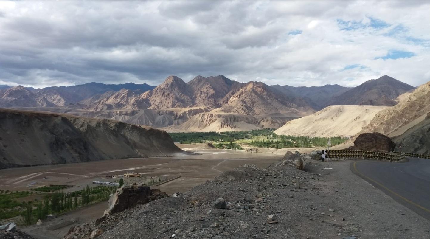 Paisagem de Leh, capital de Ladakh, no estado de Jammu e Caxemira