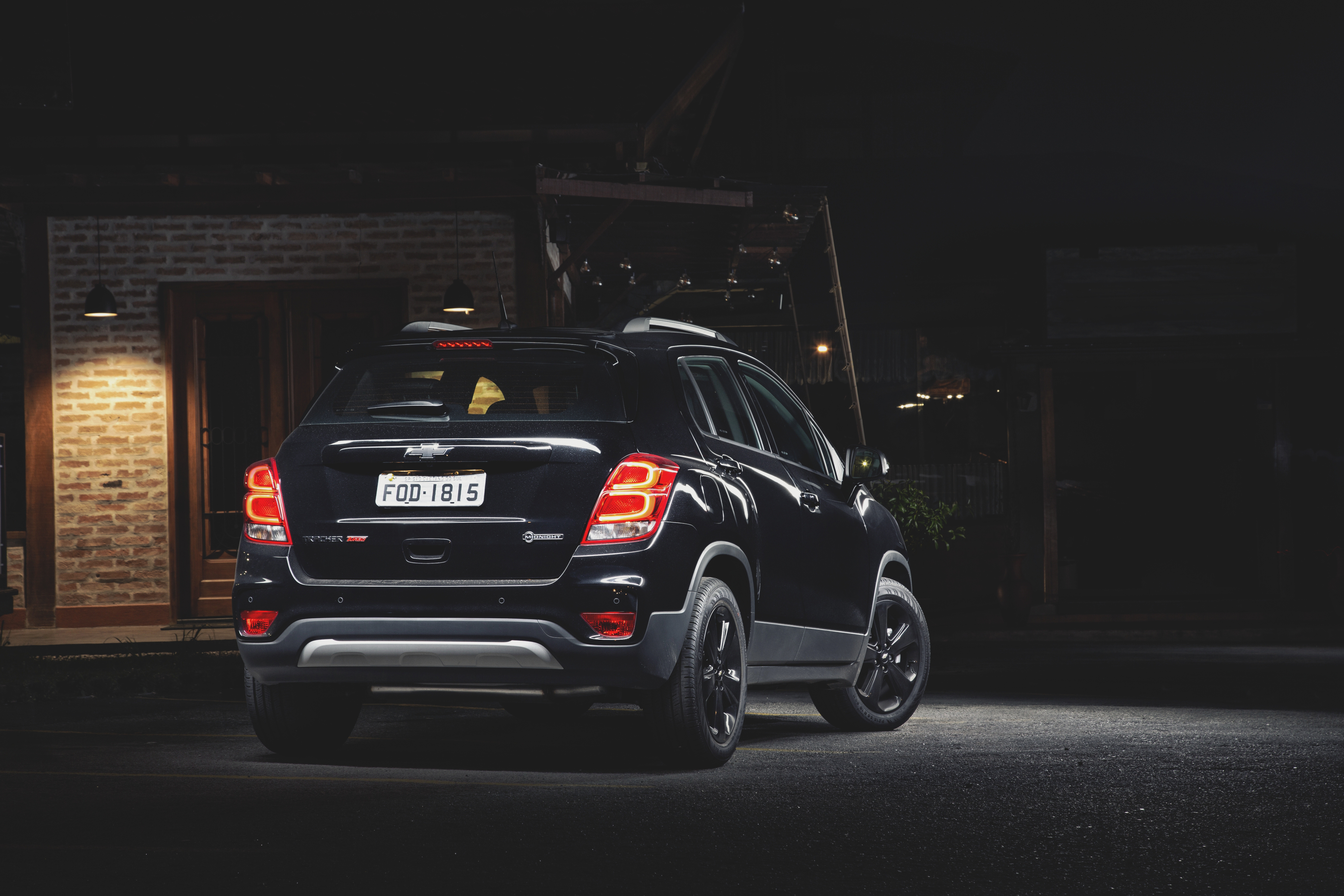 Chevrolet Tracker Midnight no escuro