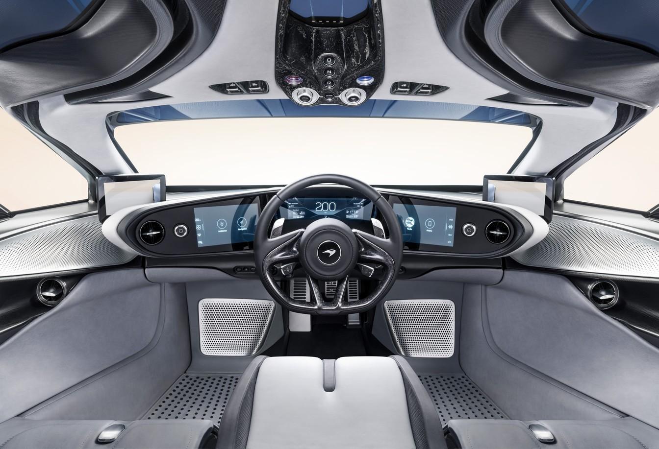 Interior do Speedtail, motorista fica no meio