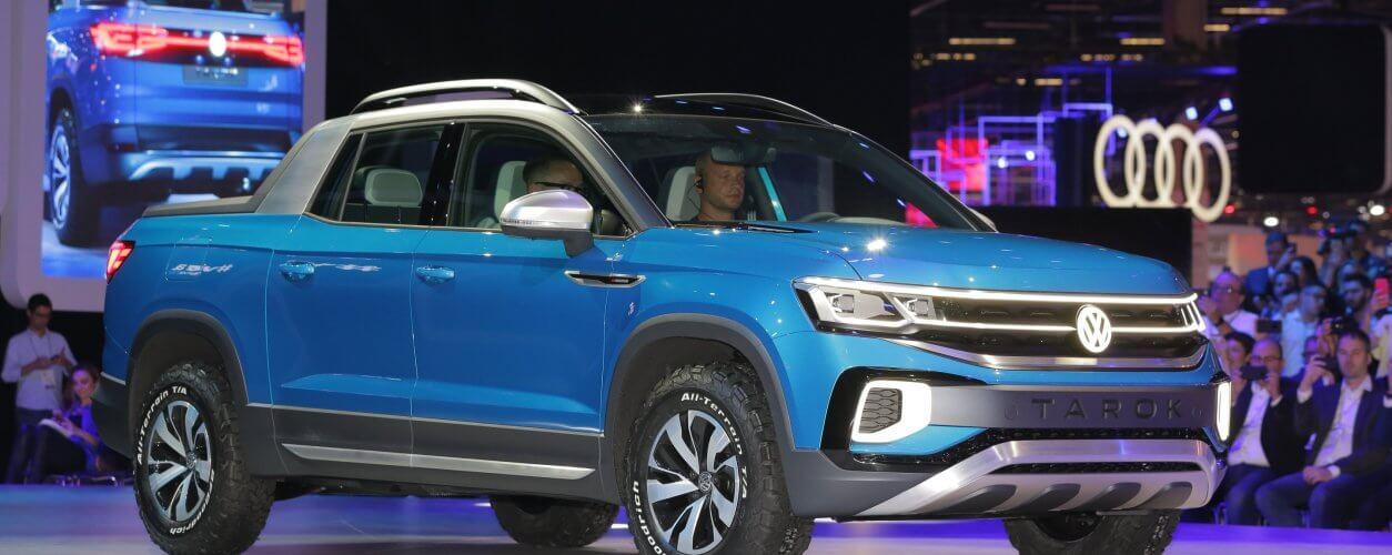 Volkswagen Tarok azul como conceito azul no estande da Volkswagen no Salão de São Paulo 2018