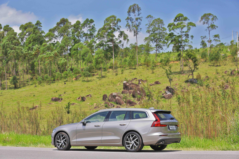 Volvo V60 T5 Momentum 2019