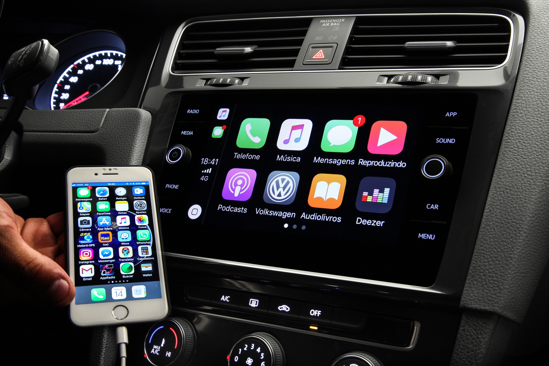 Volkswagen Golf Comfortline é equipado com central de infotainment Composition Media, compatível com Android Auto e Apple carPlay