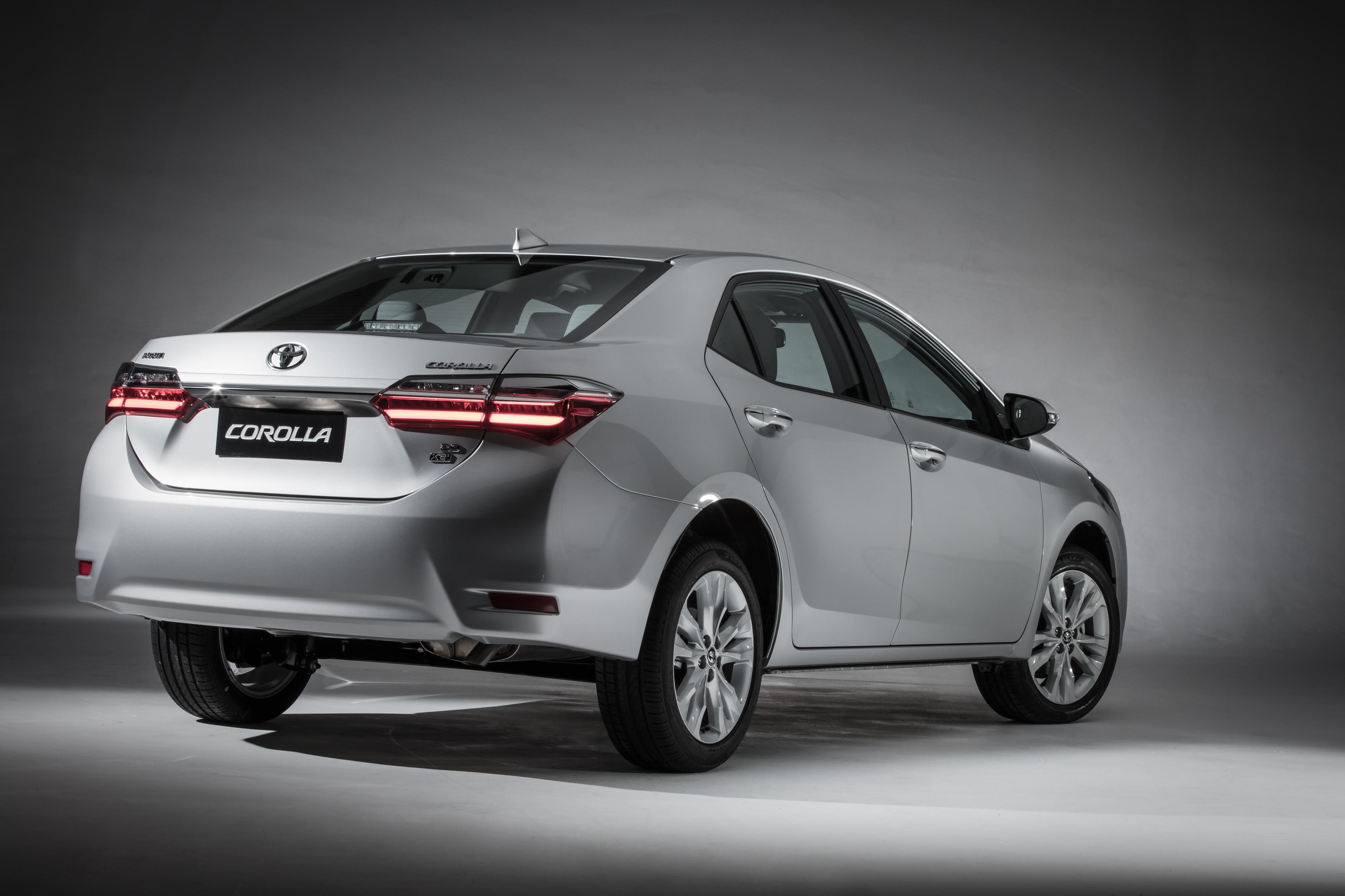 Toyota Corolla XEi é a versão mais vendida do sedã