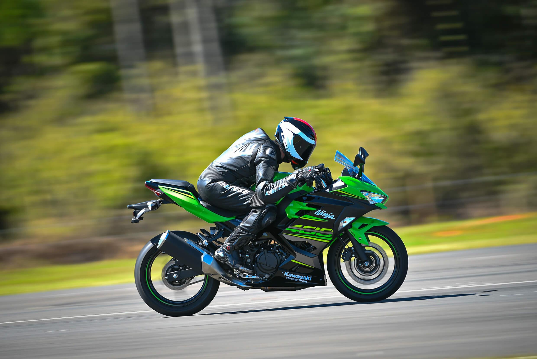 "A ""Ninjinha"" cresceu: Kawasaki lançou esportiva Ninja 400; naked Z 400 está a caminho"
