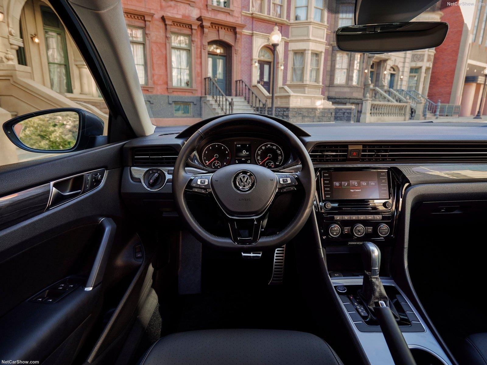 Volkswagen Passat traz interior renovado, com nova central multimídia