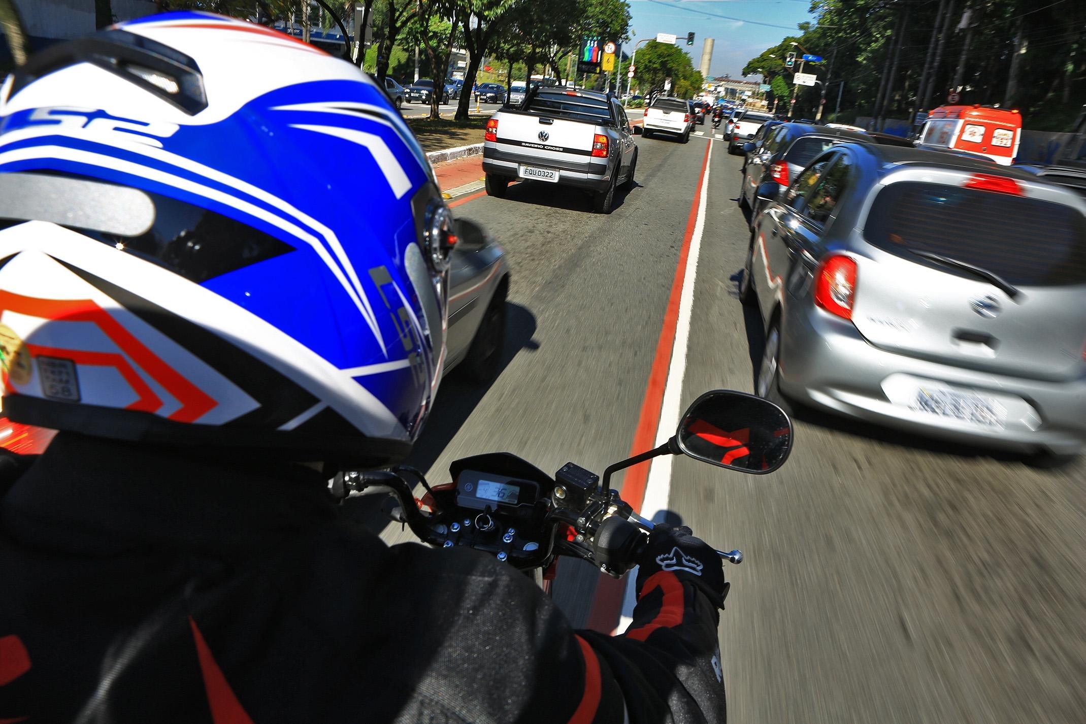 Trânsito de moto
