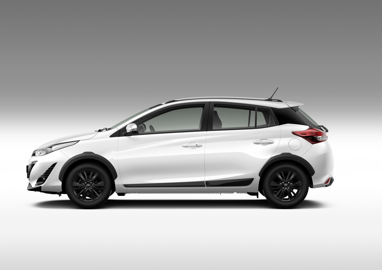 Toyota Yaris X-Way traz apliques plásticos nas caixas de rodas